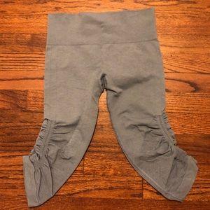 Lululemon Crooped Yoga Pant Size 4 Lt. Blue